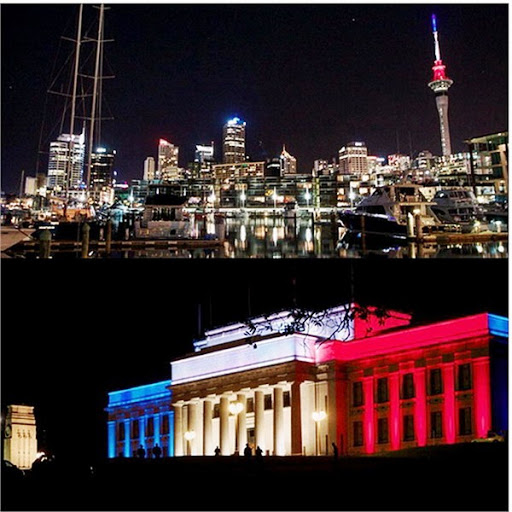 Ngay sau thảm họa khủng bố Paris 13-11-2015 thế giới rực sáng màu cờ Pháp