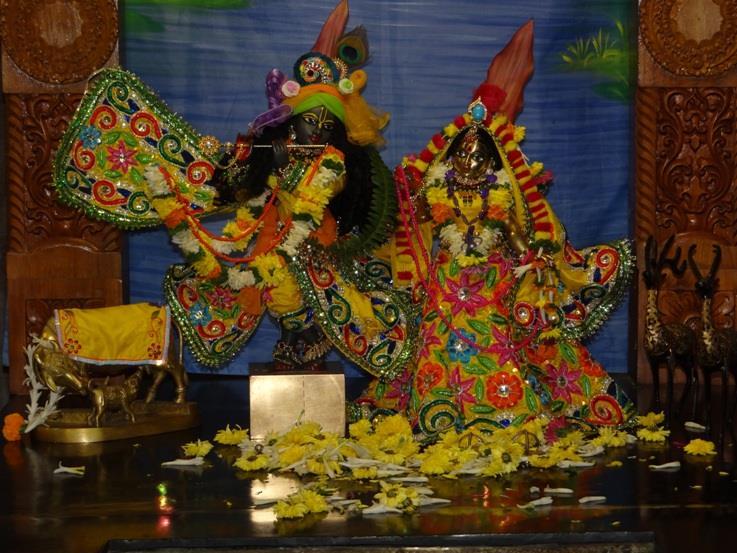 ISKCON Nigdi Deity Darshan 18 Dec 2015 (9)