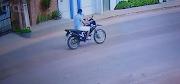 Assaltante armado leva motocicleta no centro de Esperantinópolis.