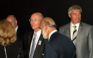Космонавт Сергей Крикалев, Его Величество, Принц Майкл Кентский, и директор Музея Науки