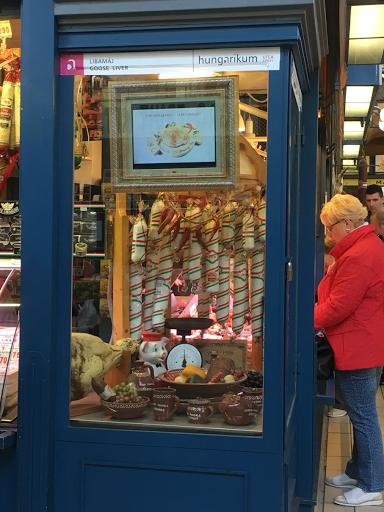 ハンガリー中央市場のディスプレイ