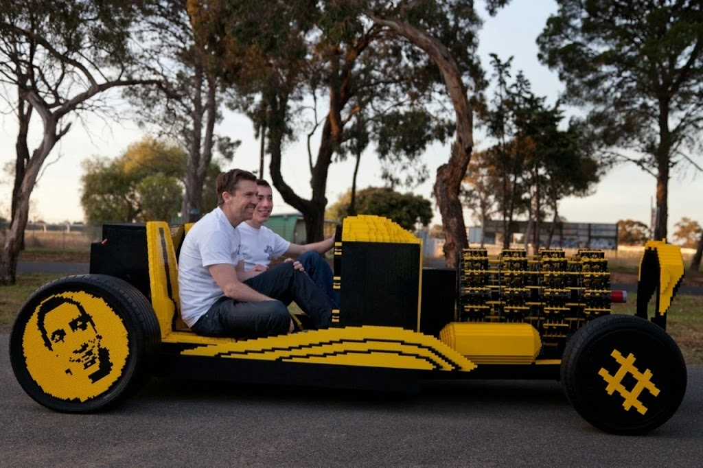 Super Awesome Micro Project Lego Car 25