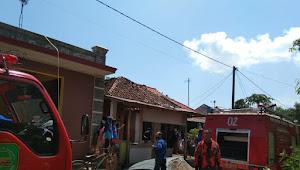 Diduga Akibat Ledakan Handphone, Seisi Rumah Salah Satu Warga Hangus Terbakar