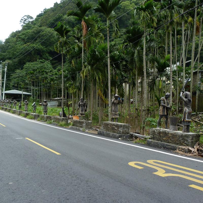 Puli  en passant , entre autres, par les villages de l ethnie Bunum de Loloko et Dili. J 10 - P1160979.JPG