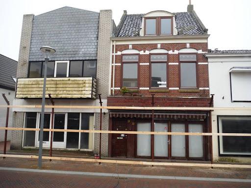 2015d  10 april afzeting wordt gezet voor sloop panden Beatrixstraat.jpg
