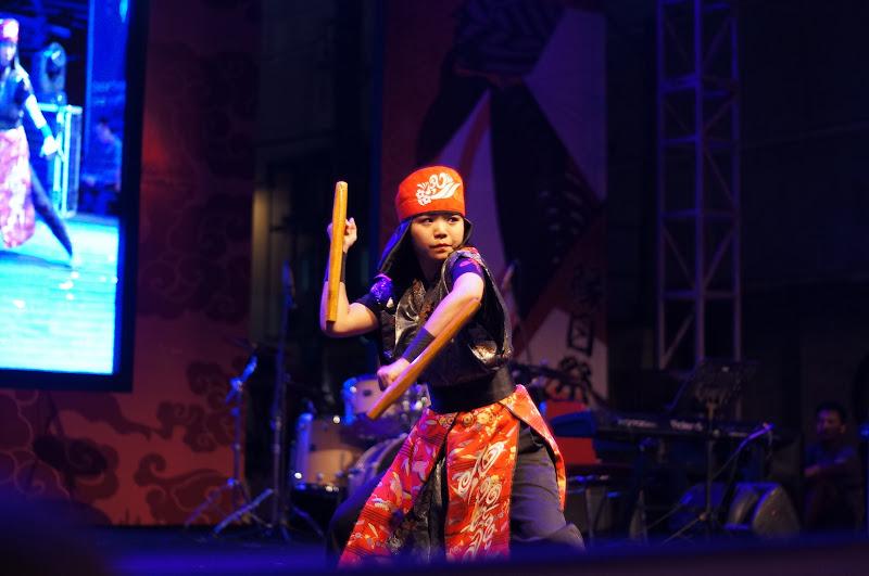 Pertunjukan Kobudou, seni bela diri dari Okinawa oleh grup Kajimaai
