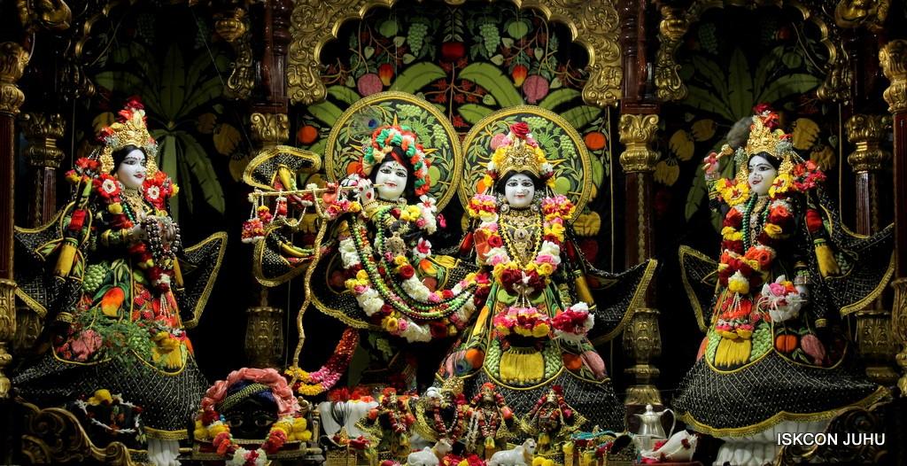 ISKCON Juhu Sringar Deity Darshan on 31st Dec 2016 (1)