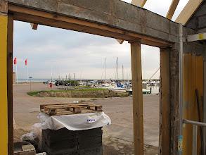 Photo: Utsikt över hamnen från blivande glasdörr-parti. Bild från 2010-05-19. Foto: Fredrik Rege