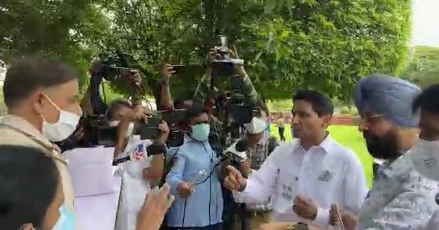सरकार किसानों की आवाज़ न संसद में उठाने दे रही हैं न सड़क पर – दीपेन्द्र हुड्डा