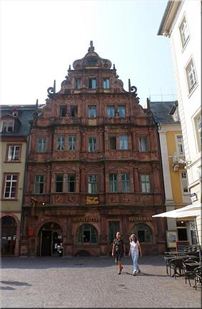 El hotel «Zum Ritter» («al caballero»), uno de los muchos edificios en estilo barroco