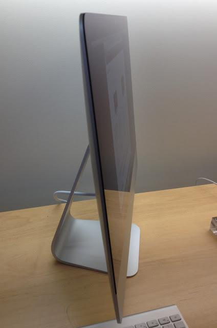 新型iMac 21.5インチのデモ機