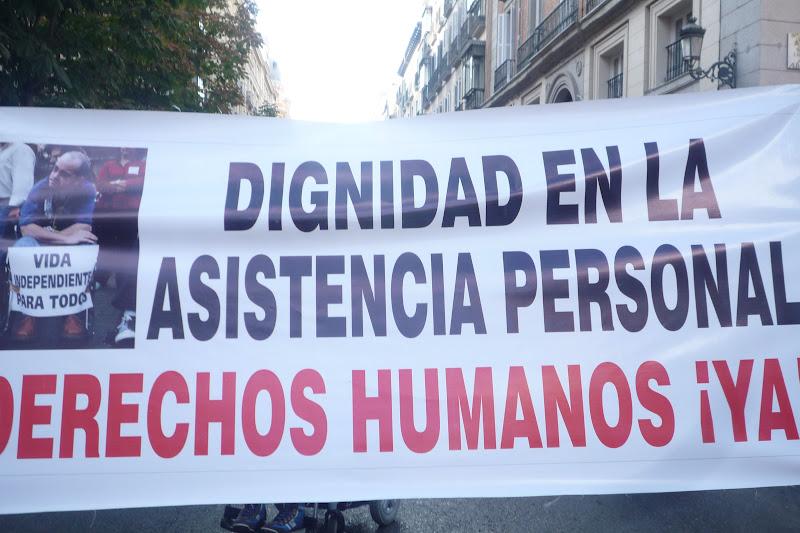 Pancarta reclamando asistencia persona