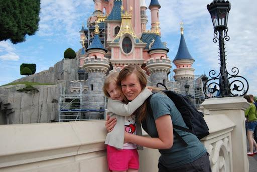 Met de mammie voor het kasteel