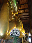 Bangkok - großer liegender Buddha (15m hoch, 46m lang)