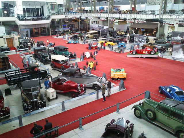 Más de 400 vehículos componen el museo de coches