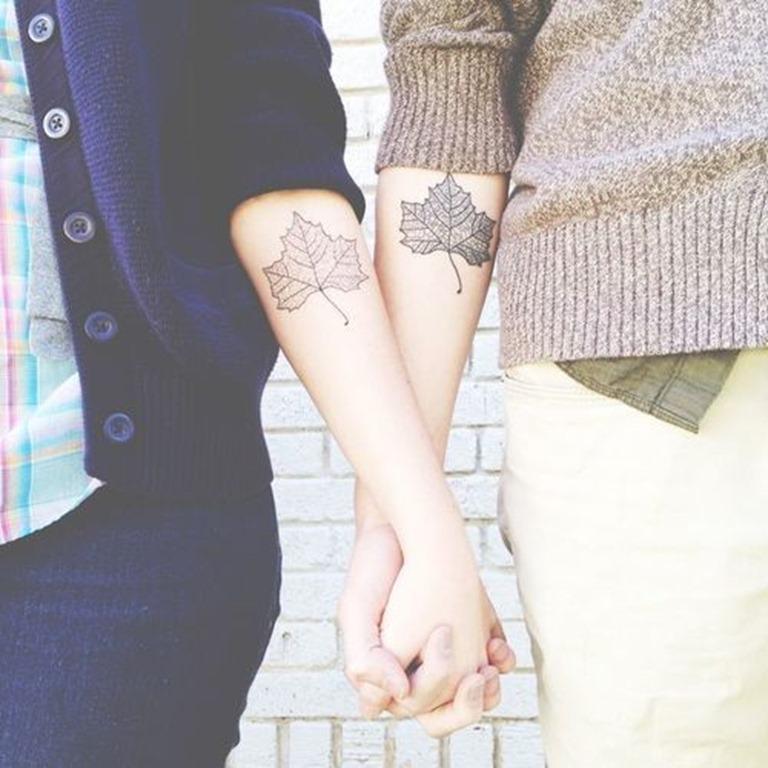 folhas_de_outono_casal_braço_tatuagens