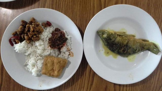 Pindang ikan mas di rumah makan ibu iroh binong subang