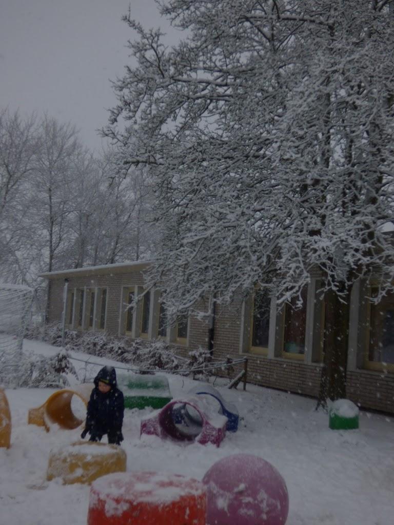 Spelen in de sneeuw - P1060684.JPG