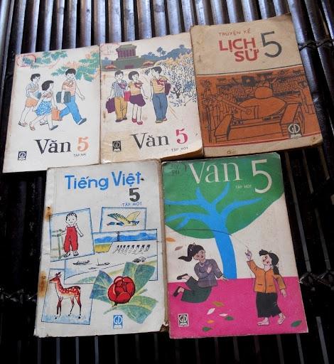 Sách giáo khoa tiểu học cũ - nơi lưu giữ từng trang ký ức DSCN3249