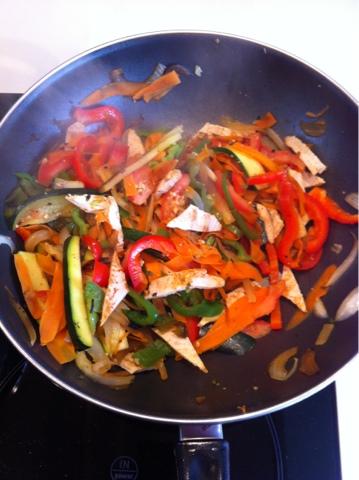Recetas f ciles para cocinar con wok wok de pollo con for Cocinar con wok