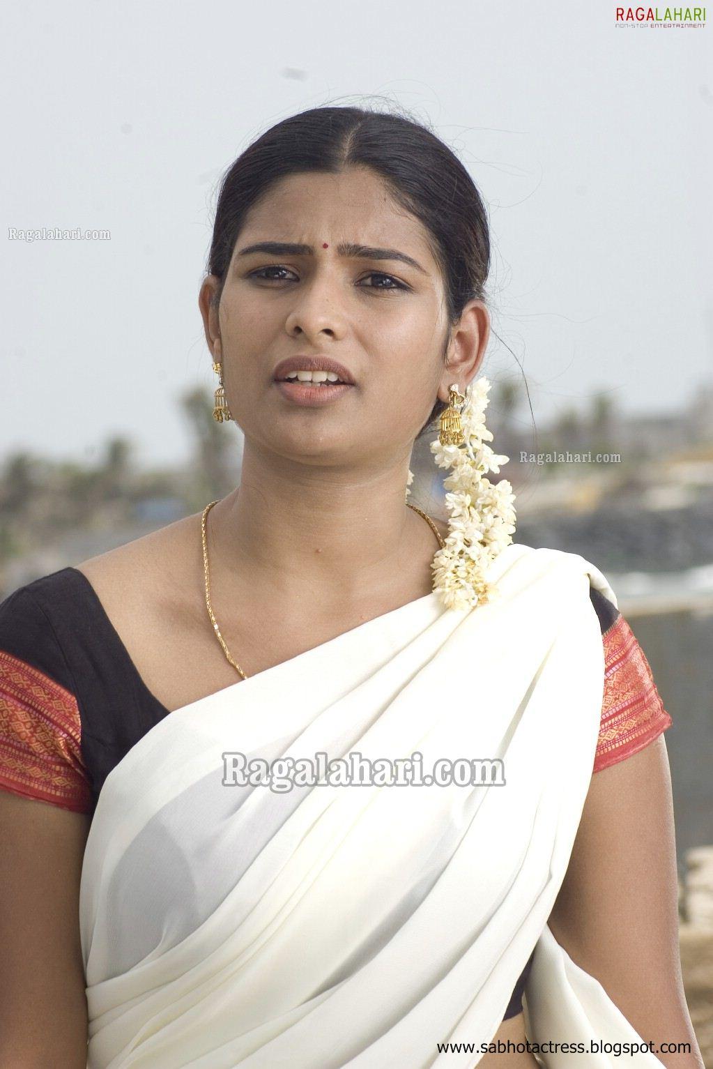 cute photos: Tamil Tv Anchor Maheshwari Unseen Pics