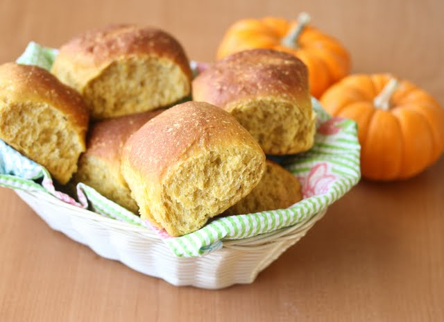 photo of a basket of rolls