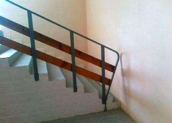 Escaleras directas a la pared