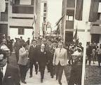 Presidente Fernando Belaunde inaugura, junto al presidente de Colombia, Carlos Alberto Lleras Restrepo, la residencial Santa Cruz.