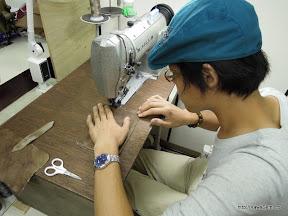 次は縫製。先日修理されたのでさくさく縫われています。