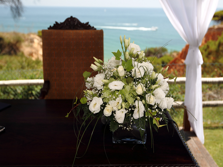 Sheraton Algarve - flowers%2Bon%2Bregistrar%2Btable.png