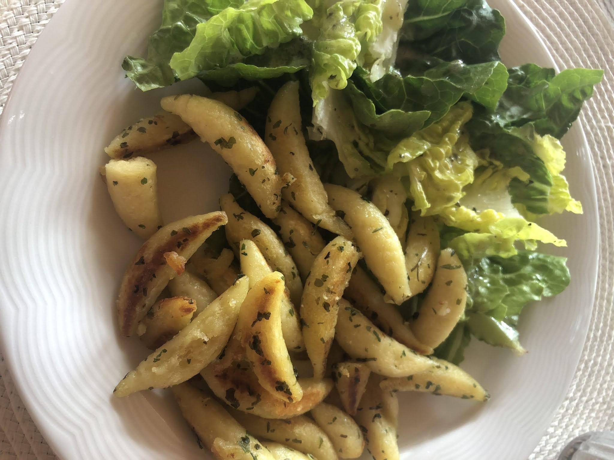 Schupfnudeln mit Salat
