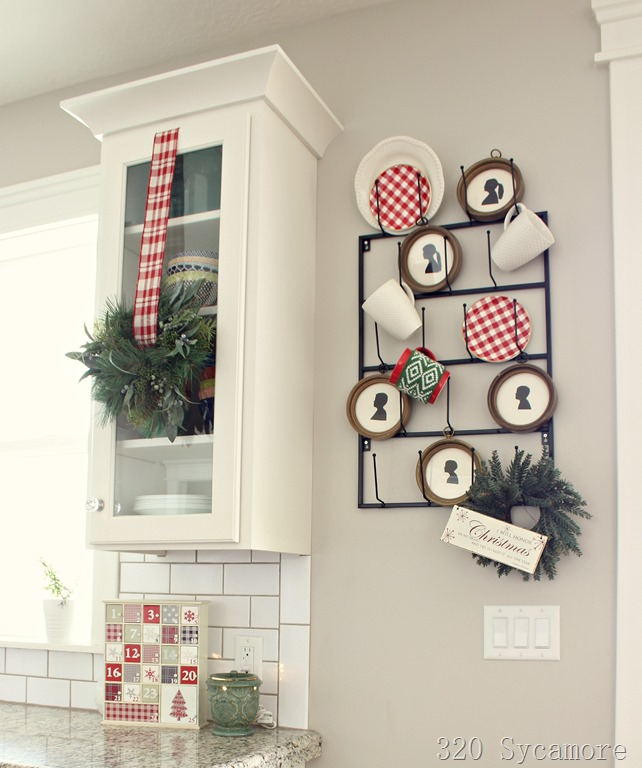 [christmas+kitchen+mug+rack%5B2%5D]