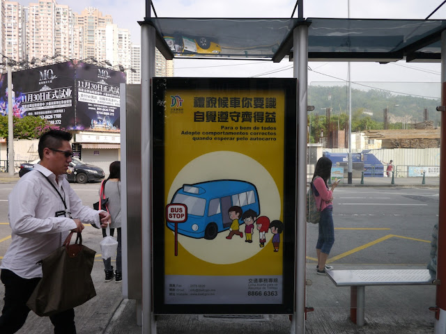 a sign for proper behavior when boarding a bus in Macau