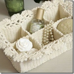 Crochet box for jewels