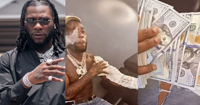 """""""If e Sure for you go Oba"""" – Reactions As Burna Boy Shows Off Dollar Notes (VIDEO)"""