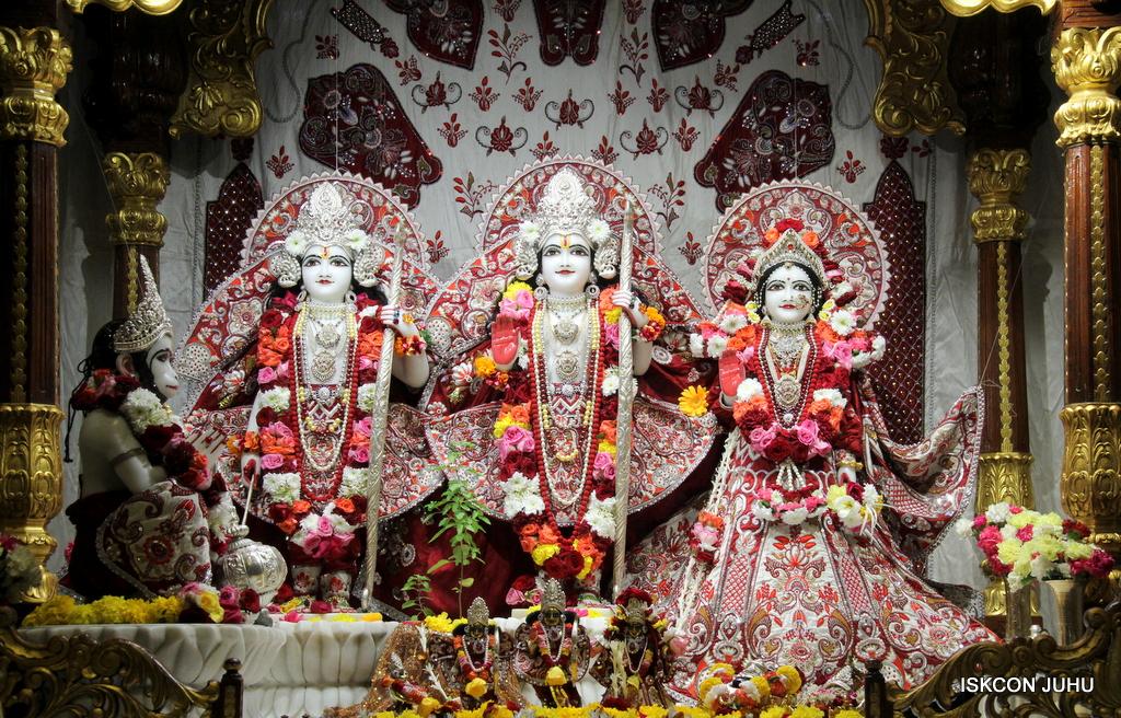 ISKCON Juhu Sringar Deity Darshan on 30th Sep 2016 (42)