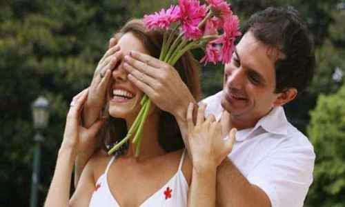 Importancia de halagar a una mujer para enamorar