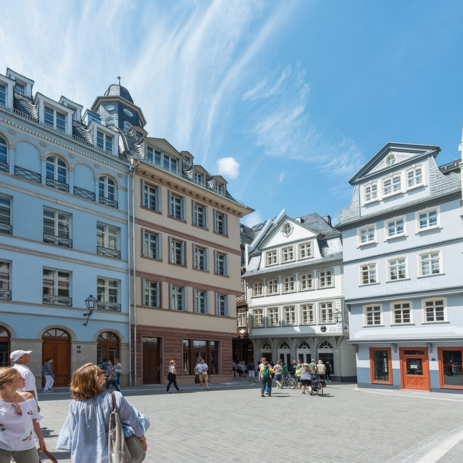 Frankfurt's Old Quarter Reconstructed 70 Years After The War