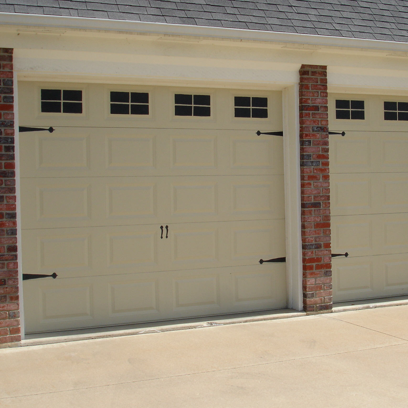 Forever decorating carrige house look garage doors for Build carriage garage doors