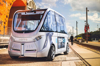 France launches world's first driverless buses