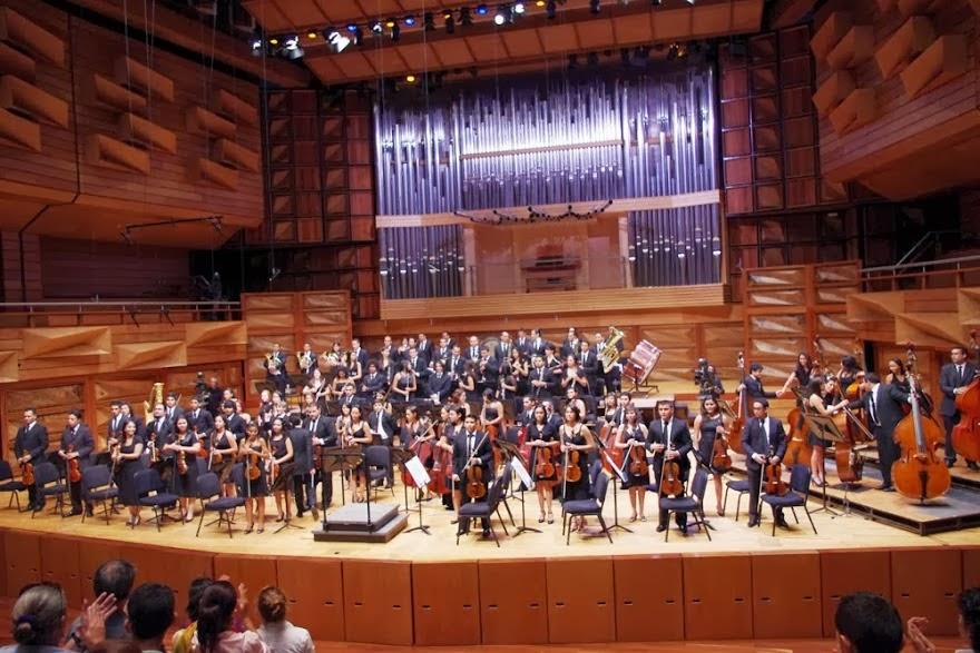LA JUVENIL DE CARABOBO CELEBRÓ 10 AÑOS TOCANDO Y LUCHANDO. Más de 350 músicos carabobeños tomaron el Aula Magna de la Universidad de Carabobo el 28 de julio para celebrar el 10º Aniversario de la Orquesta Sinfónica Juvenil de Carabobo con un concierto que interpretó obras de los grandes compositores Mahler y Tchaikovsky