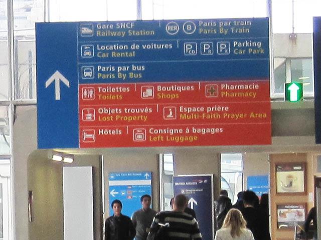 ドゴール空港・バス交通案内標識