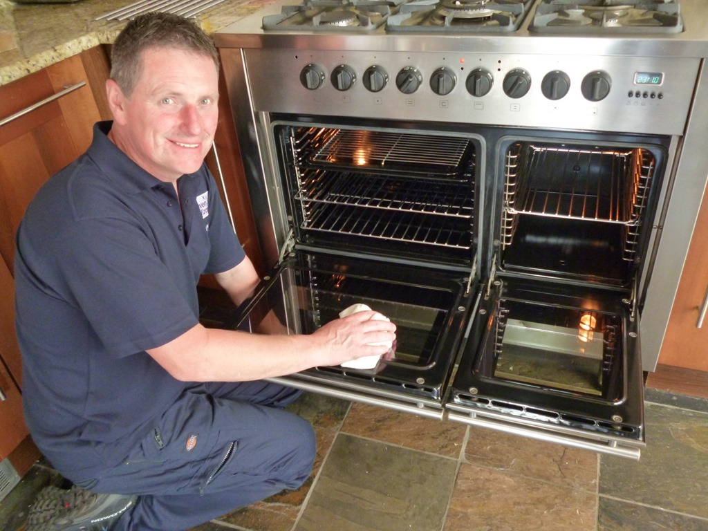 [Gary+P+cleaning+an+oven%5B3%5D]