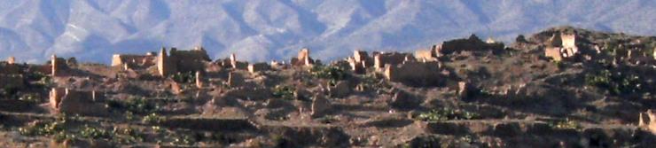 Ruinen vor Bergkulisse bei Taliouine, Marokko