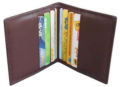 Ilustrasi Dompet Khusus Untuk Menyimpan Kartu ATM