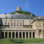 Château de la Roche-Guyon : écuries, cour et donjon