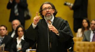 Kakay afirma que defesa de Bolsonaro na CPI vai ser difícil  inocentá-lo