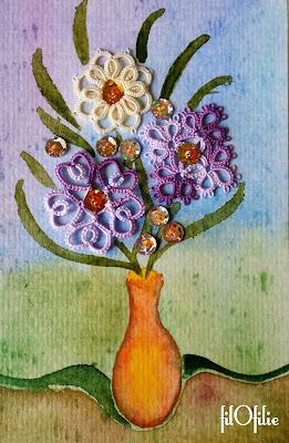 Bouquet de fleurs en frivolité, dentelle aux navettes, et aquarelle