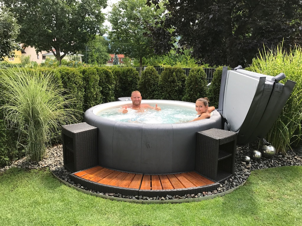 Softub whirlpools - Outdoor whirlpool ...