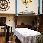Bateau-chapelle Je sers : autel